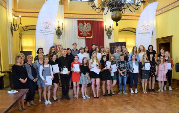Sukces Martyny Sopaty w X Regionalnym Konkursie Piosenki Obcojęzycznej oraz III miejsce dla Gabrieli Gieruli i Martyny Puć.